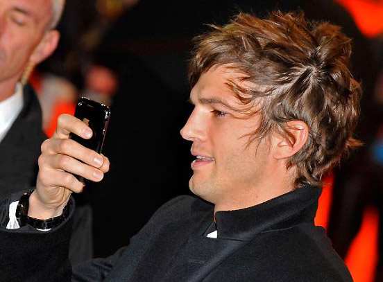 Ashton Kutcher envoie un tweet